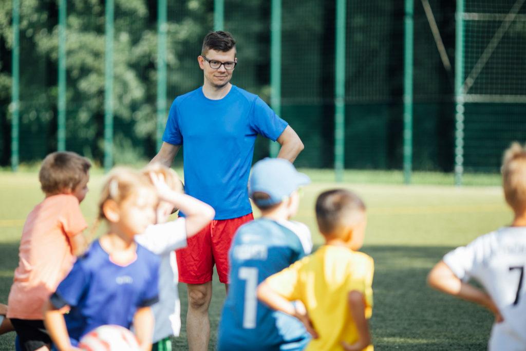 Dr. Daniel Schultheiß - OB-Wahl-Kandidat beim Fußballtraining